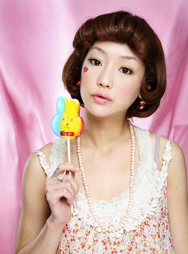 フリー画像| 人物写真| 女性ポートレイト| アジア女性| 飲食| 飴/キャンディー|