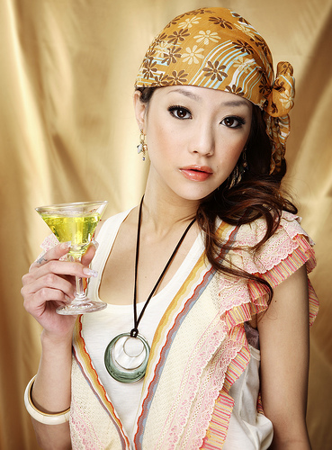 フリー画像|人物写真|女性ポートレイト|アジア女性|飲食|お酒/アルコール|
