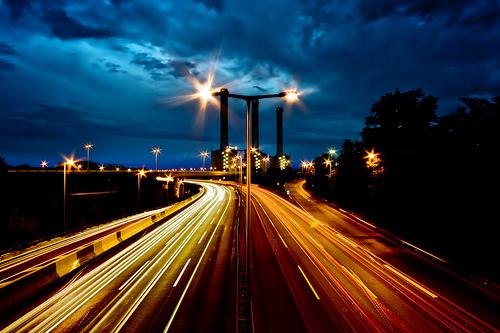 フリー画像| 人工風景| 建造物/建築物| 道の風景| 夜景| テールランプ|