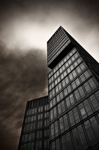 フリー画像| 人工風景| 建造物/建築物| ビルディング| 暗雲の風景|