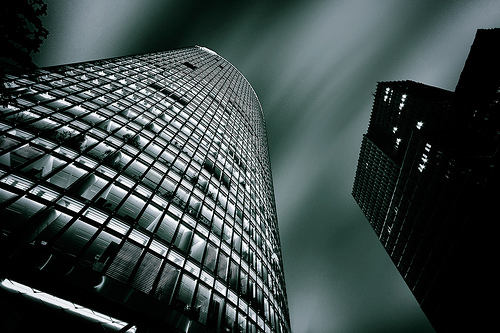 フリー画像  人工風景  建造物/建築物  ビルディング  暗雲の風景  モノクロ写真  黒色/ブラック  ドイツ風景 