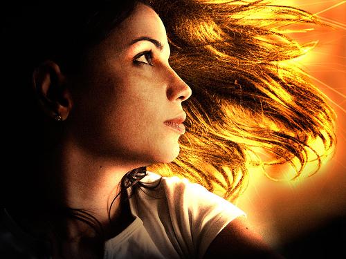 フリー画像| 人物写真| 女性ポートレイト| 白人女性| 横顔| 橙色/オレンジ|