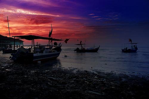 フリー画像| 人工風景| 海の風景| 朝日/朝焼け| 船舶/ボート| 青色/ブルー| マレーシア風景| ペナン島|