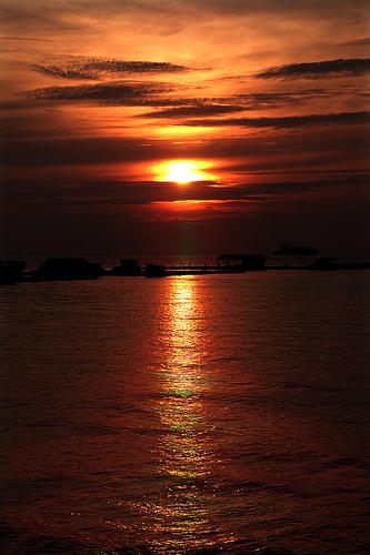 フリー画像| 空の風景| 海の風景| 雲の風景| 水平線/地平線| 朝日/朝焼け| 橙色/オレンジ|