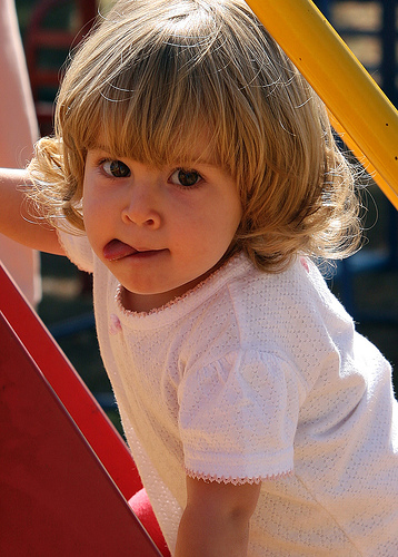 フリー画像| 人物写真| 子供ポートレイト| 少女/女の子| 外国の子供| 金髪/ブロンド|