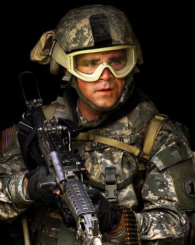 フリー画像| 戦争写真| 兵士/ソルジャー| 人物写真| アメリカ軍兵士| 銃器| 機関銃|