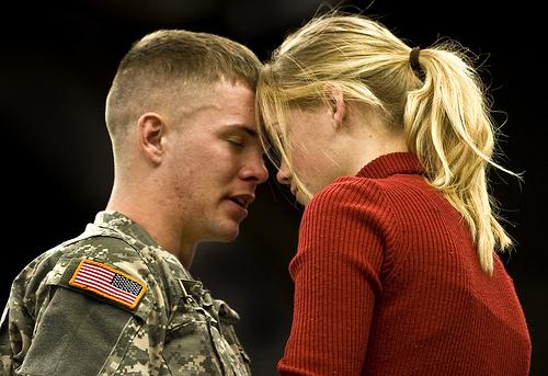 フリー画像| 戦争写真| 兵士/ソルジャー| 人物写真| アメリカ軍兵士| 恋人/カップル|