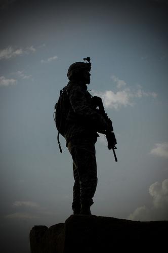 フリー画像|戦争写真|兵士/ソルジャー|人物写真|アメリカ軍兵士|シルエット|