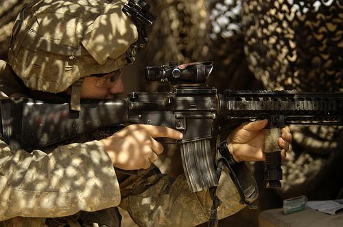 フリー画像| 戦争写真| 兵士/ソルジャー| 人物写真| アメリカ軍兵士| ライフル銃| 銃器|