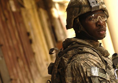 フリー画像| 戦争写真| 兵士/ソルジャー| 人物写真| アメリカ軍兵士| 黒人| イラク風景|
