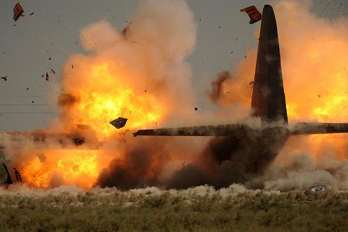 フリー画像| 航空機/飛行機| 軍用機| 爆発/爆破| 火/炎| C-130 ハーキュリーズ C-130 Hercules|