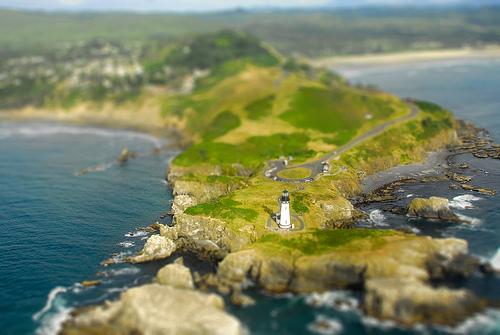 フリー画像| 人工風景| 灯台/ライトハウス| 海岸の風景| ティルト・シフト|