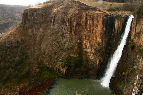 フリー画像| 自然風景| 滝の風景| 岩壁の風景| 南アフリカ風景|