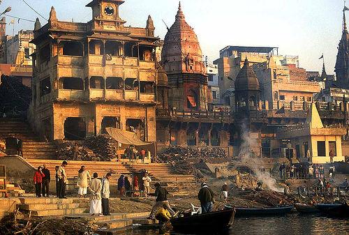 フリー画像| 人工風景| 建造物/建築物| 火葬場| ヴァラナシ/ベナレス| インド風景| ガンジス川|