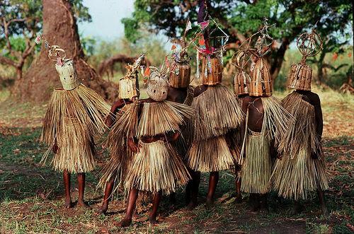 フリー画像| 人物写真| 子供ポートレイト| 外国の子供| 伝統衣装| マラウイ人|