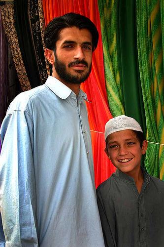 フリー画像| 人物写真| 一般ポートレイト| 親子/家族| 少年/男の子| パキスタン人|