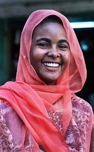 フリー画像| 人物写真| 女性ポートレイト| 黒人女性| 黒人| 笑顔/スマイル| スカーフ| スーダン人|