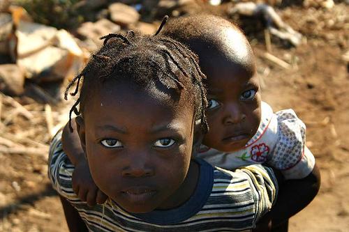 フリー画像| 人物写真| 子供ポートレイト| 少年/男の子| 外国の子供| 少女/女の子| 兄弟/姉妹| アフリカの子供|