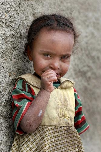 フリー画像| 人物写真| 子供ポートレイト| 少女/女の子| 外国の子供| アフリカの子供| エチオピア人| 泣き顔|
