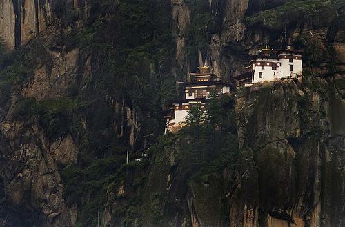 フリー画像| 人工風景| 建造物/建築物| 神社/仏閣/寺院| 岩壁の風景| ブータン風景|