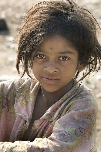フリー画像| 人物写真| 子供ポートレイト| 少女/女の子| 外国の子供| インド人| ストリートチルドレン|