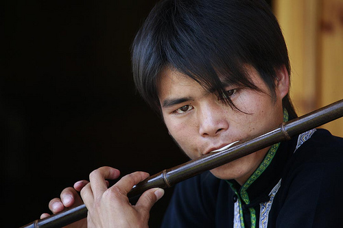 フリー画像  人物写真  男性ポートレイト  外国人男性  中国人  横笛 