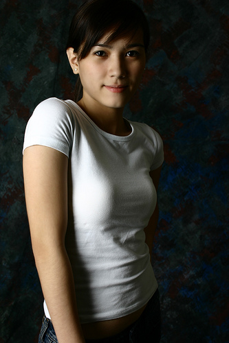フリー画像| 人物写真| 女性ポートレイト| アジア女性| 黒髪| フィリピン人| Tシャツ|