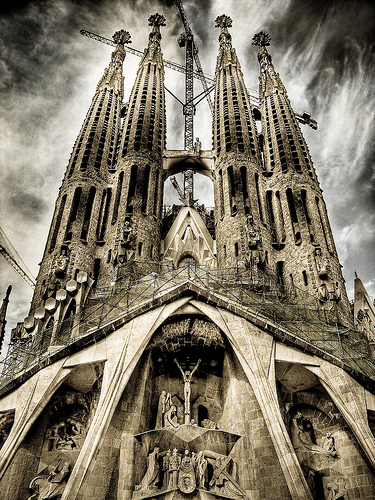 フリー画像| 人工風景| 建造物/建築物| 教会/聖堂| サグラダ・ファミリア| HDR画像| スペイン風景| バルセロナ|