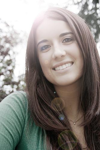 フリー画像| 人物写真| 女性ポートレイト| 白人女性| 笑顔/スマイル|