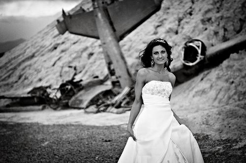 フリー画像| 人物写真| 女性ポートレイト| 白人女性| ウエディングドレス| モノクロ写真|