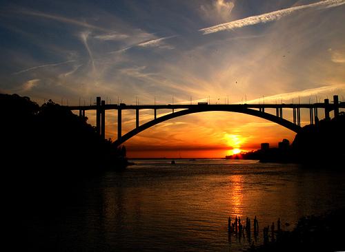 フリー画像| 人工風景| 建造物/建築物| 橋の風景| 夕日/夕焼け/夕暮れ|