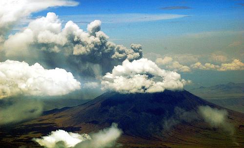 フリー画像| 自然風景| 山の風景| 火山の風景| 噴火/噴煙| 煙/スモーク| 雲の風景| タンザニア風景|