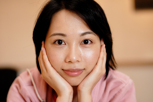 フリー画像| 人物写真| 女性ポートレイト| アジア女性| 中国人| 頬杖/頬づえ| 黒髪| ショートヘアー|