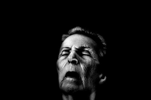 フリー画像  人物写真  一般ポートレイト  老人/お年寄り  おばあさん/おばあちゃん  寝顔/寝相/寝姿  モノクロ写真 