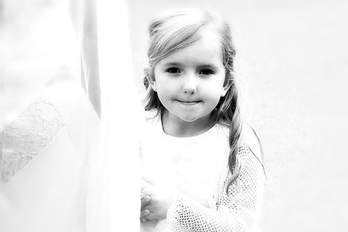 フリー画像| 人物写真| 子供ポートレイト| 少女/女の子| 外国の子供| モノクロ写真|