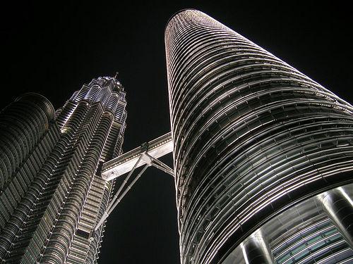 フリー画像| 人工風景| 建造物/建築物| ペトロナスツインタワー| ビルディング| 夜景| マレーシア風景|