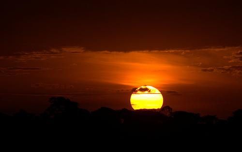 フリー画像| 自然風景| 空の風景| 雲の風景| 夕日/夕焼け/夕暮れ| 橙色/オレンジ|