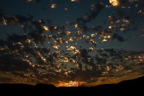 フリー画像| 自然風景| 空の風景| 雲の風景| 朝日/朝焼け|