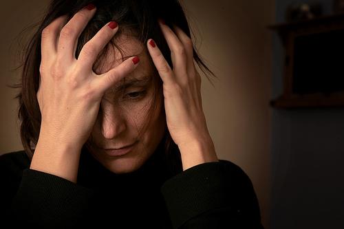 フリー画像| 人物写真| 女性ポートレイト| 白人女性| 落胆/落ち込む|