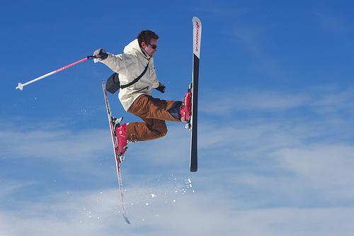 フリー画像| 人物写真| 一般ポートレイト| 外国人男性| スキーヤー/スキー| 跳ぶ/ジャンプ| 蹴る/キック| スポーツ|