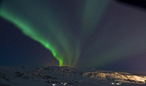 フリー画像| 自然風景| 空の風景| オーロラ| 夜景| 緑色/グリーン| アイスランド風景| 夜空の風景|