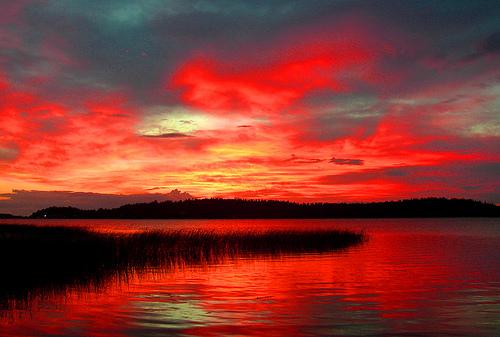 フリー画像| 自然風景| 夕日/夕焼け/夕暮れ| 湖の風景| 空の風景| 赤色/レッド|