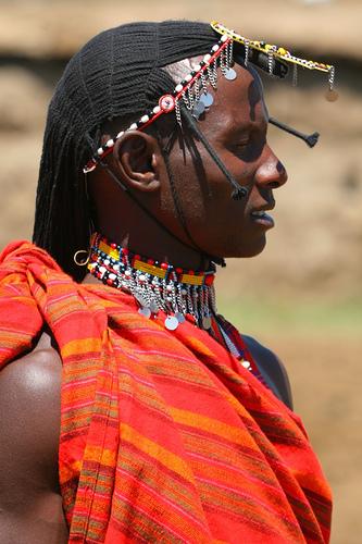 フリー画像| 人物写真| 男性ポートレイト| 外国人男性| 伝統衣装| 黒人男性| 黒人| マサイ族| ケニア人| 横顔|