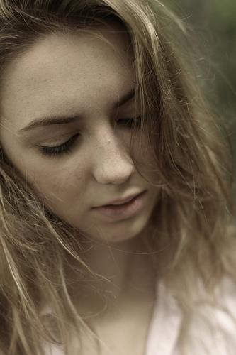 フリー画像| 人物写真| 女性ポートレイト| 白人女性| 金髪/ブロンド| 憂鬱/メランコリー|