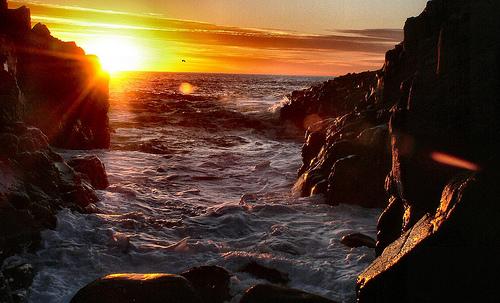 フリー画像| 自然風景| 海の風景| 夕日/夕焼け/夕暮れ| 太陽光線| 海岸の風景|