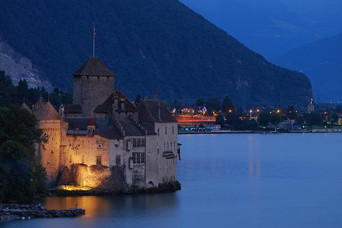 フリー画像| 人工風景| 建造物/建築物| 城/宮殿| 湖の風景| スイス風景| シヨン城| 夜景|