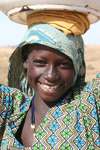 フリー画像| 人物写真| 子供ポートレイト| 少女/女の子| 外国の子供| アフリカの子供| 笑顔/スマイル|