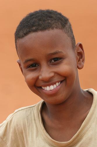 フリー画像| 人物写真| 子供ポートレイト| 少年/男の子| 外国の子供| アフリカの子供| 笑顔/スマイル|