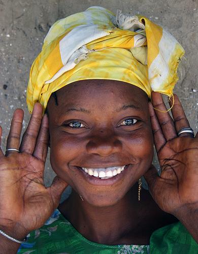 フリー画像| 人物写真| 女性ポートレイト| 黒人女性| 黒人| 笑顔/スマイル| ガンビア人|