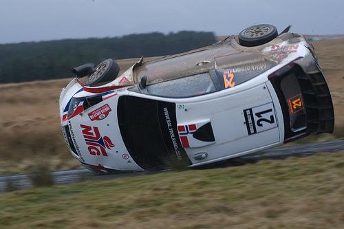 フリー画像| 自動車| ラリーカー| 事故| WRC/世界ラリー選手権| フォード/Ford| フォード フォーカス| Ford Focus WRC| アンドレアス・ミケルセン/Andreas Mikkelsen| アメ車|  フリー素材|
